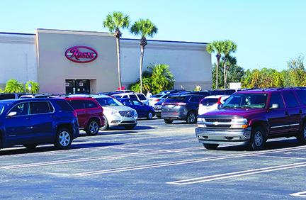 Cars begin to fill the parking lot at the Palatka Mall.